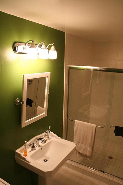 ziemna zieleń w łazience
