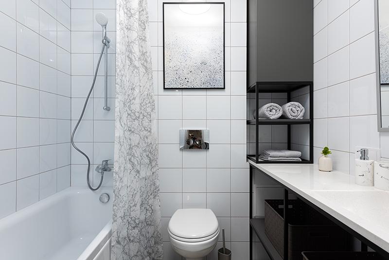 jak urządzić wąską łazienkę