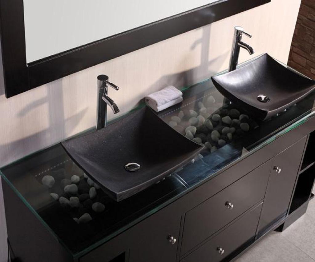 Granat, butelkowa zieleń, czerń – postaw na odważne kolory w łazienkowych aranżacjach!