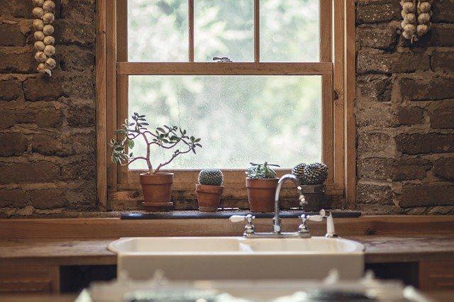 Jak urządzić łazienkę bez okien?