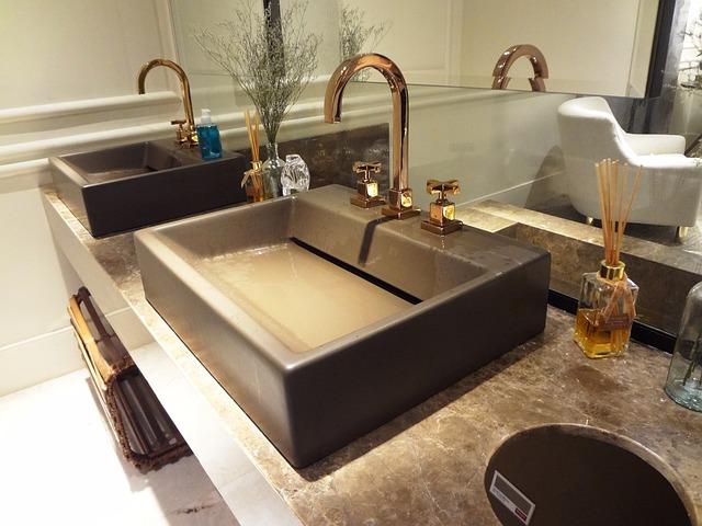 Jak zaaranżować łazienkę z dwiema umywalkami?