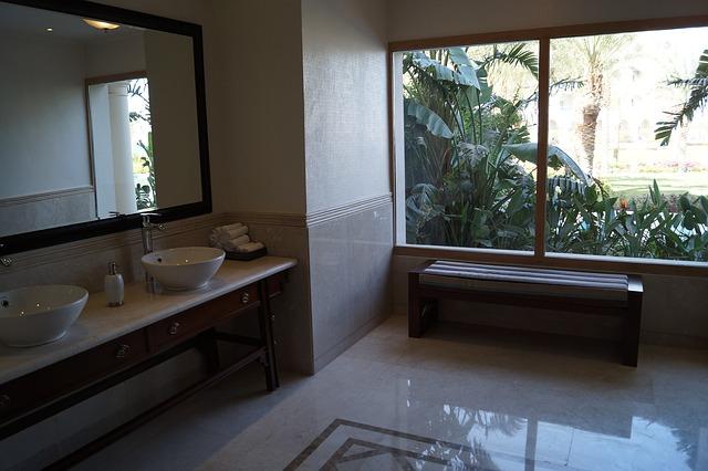 Łazienka niczym dżungla – nowe trendy w projektowaniu łazienek!