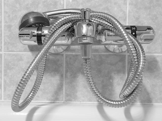 Poradnik: jak usunąć stary silikon w łazience?