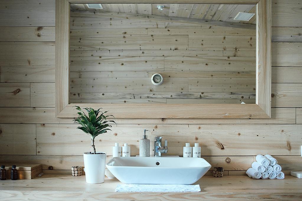 Wąska łazienka – jak ją ciekawie i funkcjonalnie urządzić?