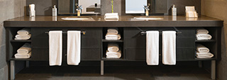 10 sposobów na sprytne przechowywanie w łazience – poradnik